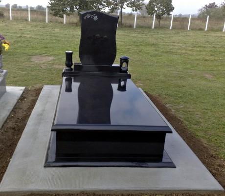 Fekete gránit sírkő